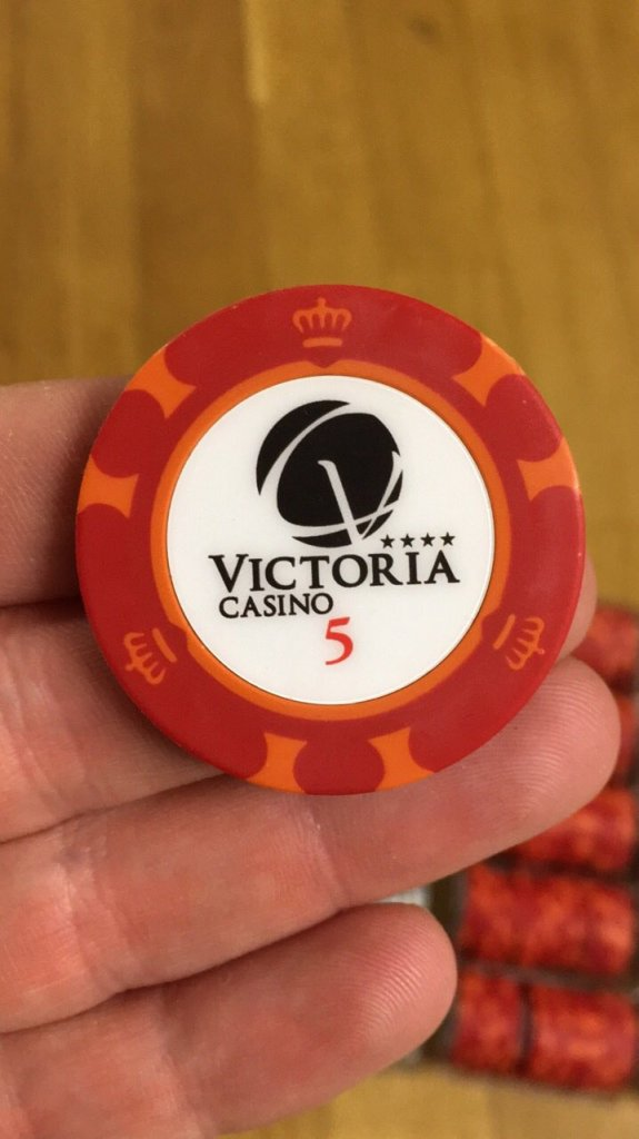 How much do casino chips weigh casino in harlow essex