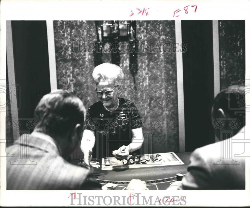 jessie beck deals blackjack.jpg