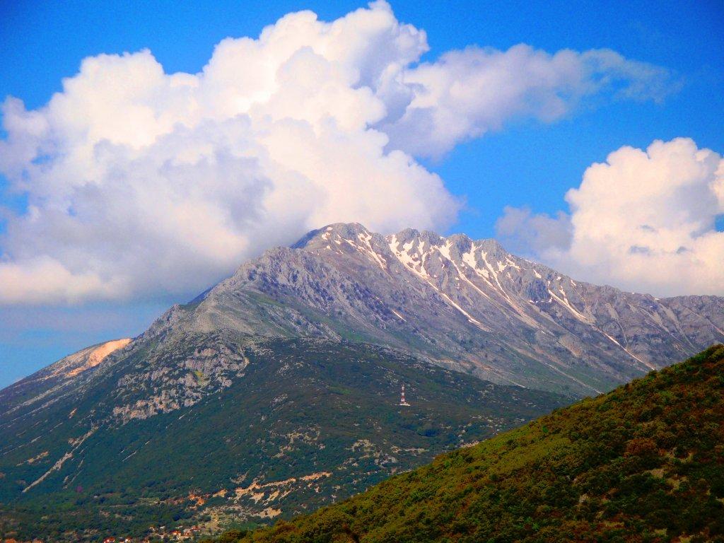 Mount_Tomaros,_Epirus,_Greece.jpg