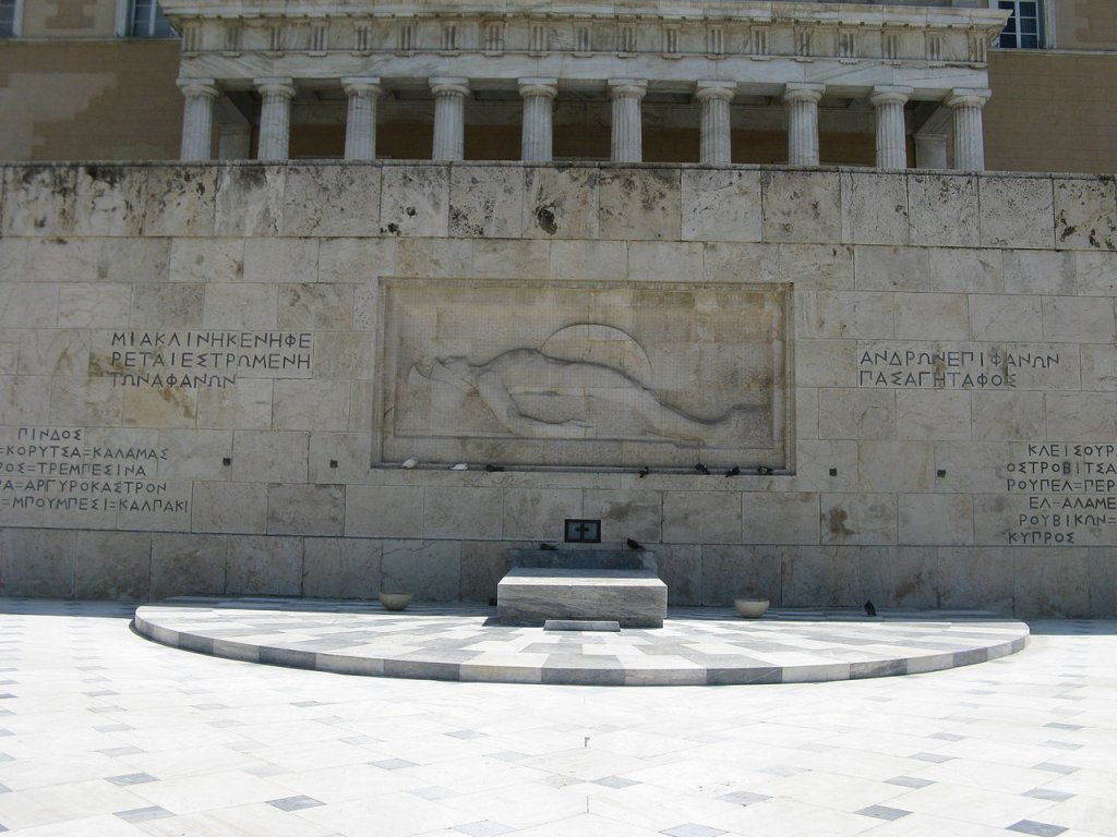 Tomb_of_Unknown_at_Syntagma_Square.jpg